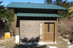 瓶ヶ森に新しい避難小屋が完成しました。是非ご利用ください。